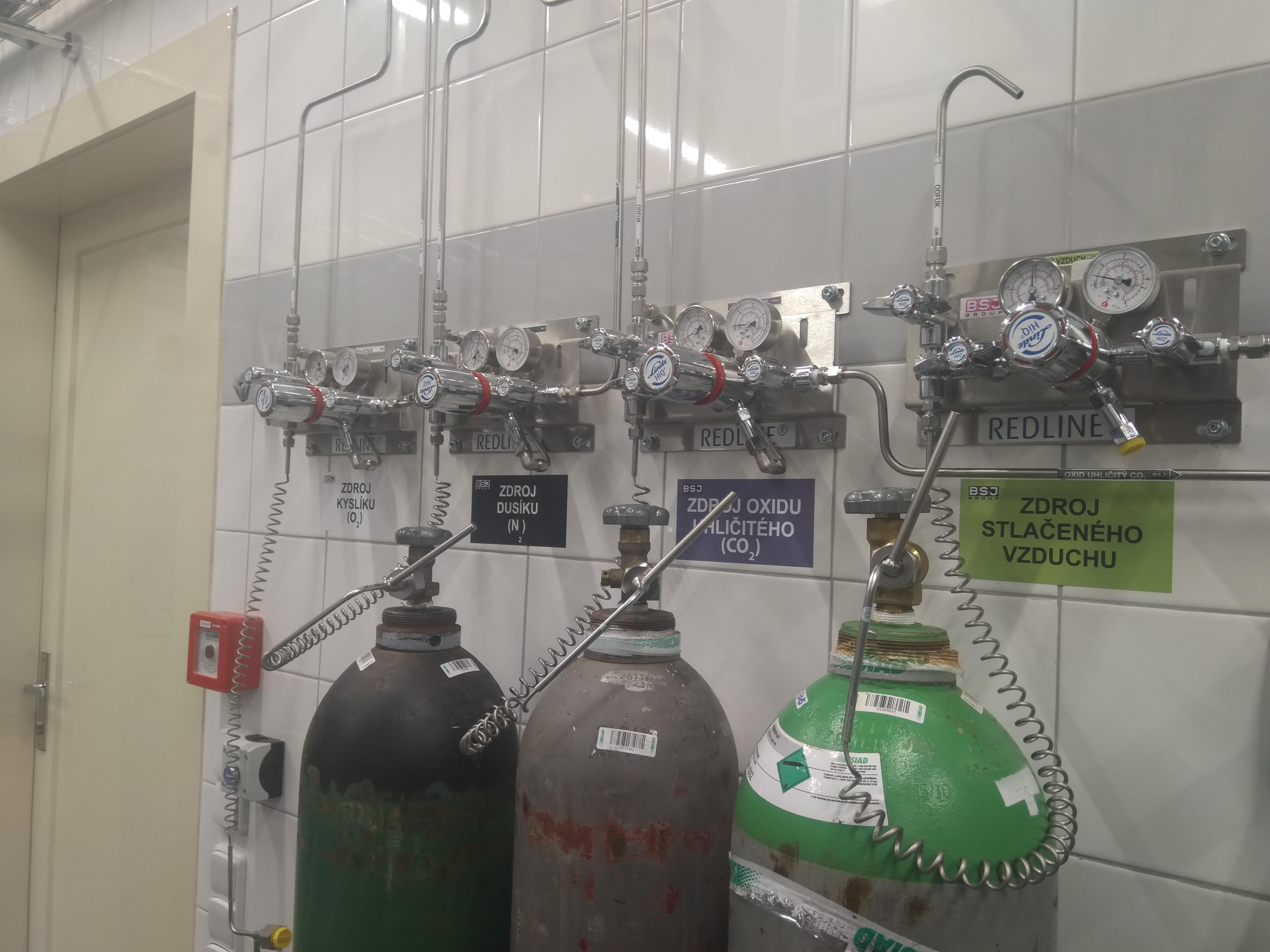 VŠCHT - rekontrukce výukových laboratoří, zdroje.